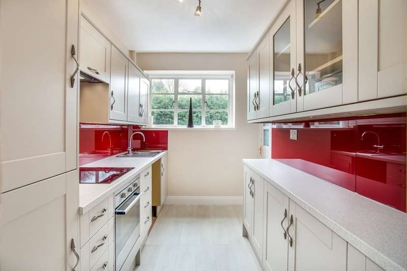 2 Bedrooms Flat for sale in Viceroy Close, Edgbaston, B5 7UY