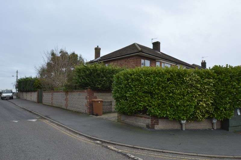 3 Bedrooms Semi Detached House for sale in Upper Breckland Road, New Costessey, Norwich