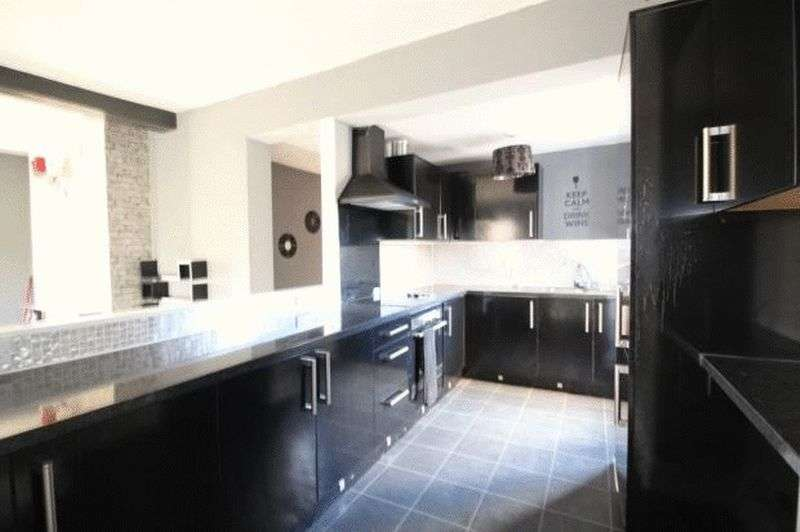 3 Bedrooms Flat for sale in Acomb Road, YO24 4EW