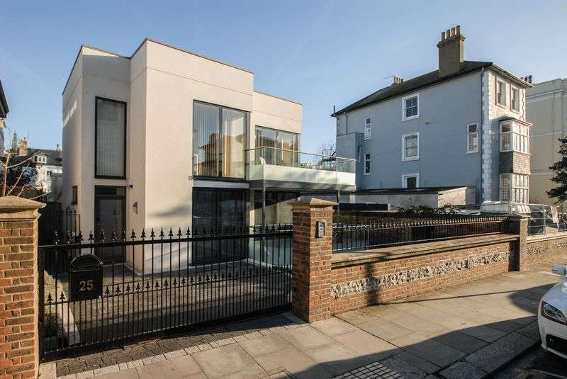 3 Bedrooms Detached House for sale in Medina Villas, Hove
