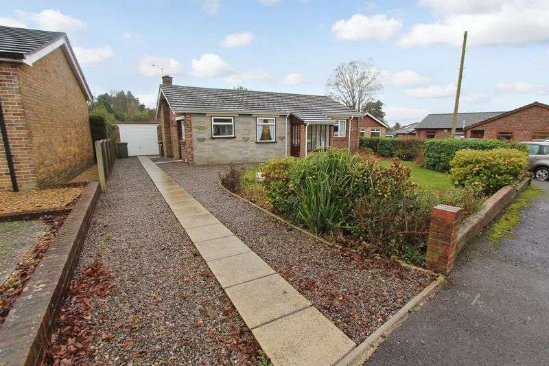 2 Bedrooms Bungalow for sale in Bishopstoke