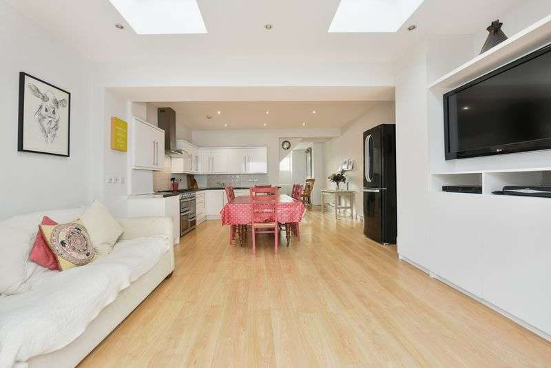 3 Bedrooms Terraced House for sale in Corsehill Street, London