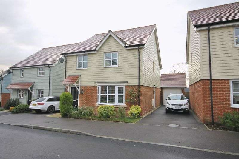 4 Bedrooms Detached House for sale in Larkspur Drive, Burgess Hill, West Sussex