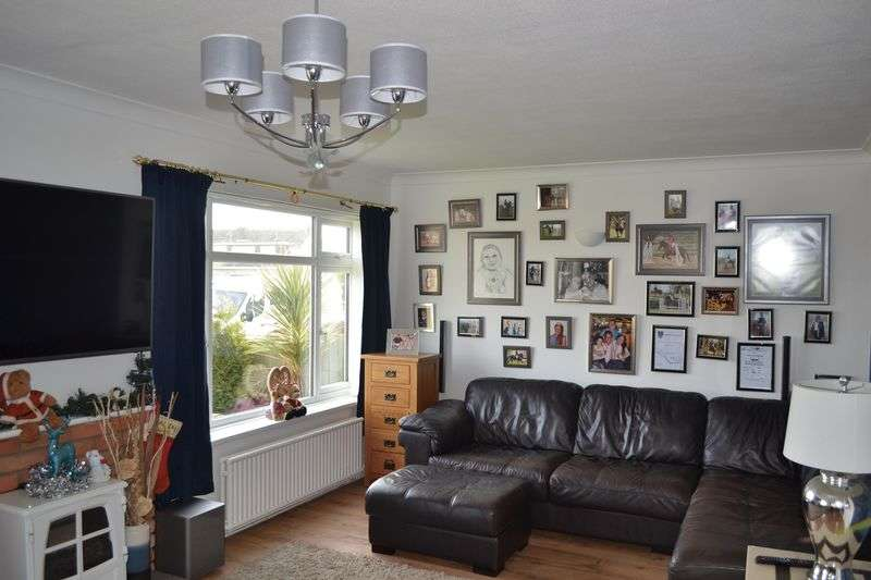 3 Bedrooms Detached Bungalow for sale in Green Hill Cleethorpes