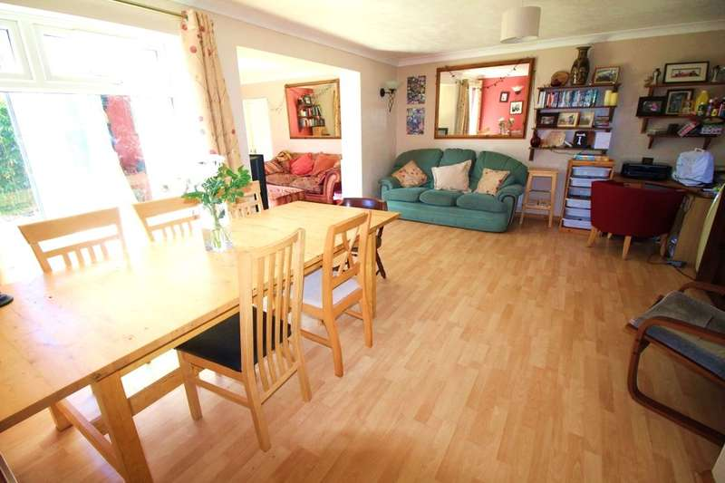 4 Bedrooms Detached House for sale in Wade Close, Eastbourne, BN23