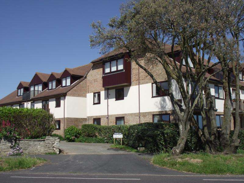 2 Bedrooms Apartment Flat for sale in Marine Drive East, NEW MILTON, BH25