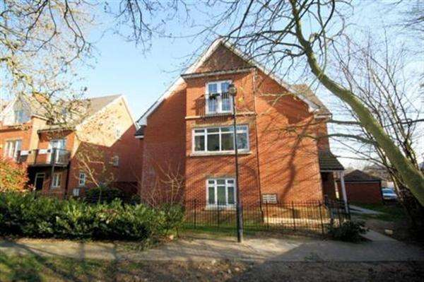 2 Bedrooms Flat for sale in Duxford House, Glanville Mews, Stanmore Park, Stanmore