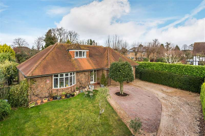 5 Bedrooms Detached Bungalow for sale in Orchard Drive, Horsell, Surrey, GU21