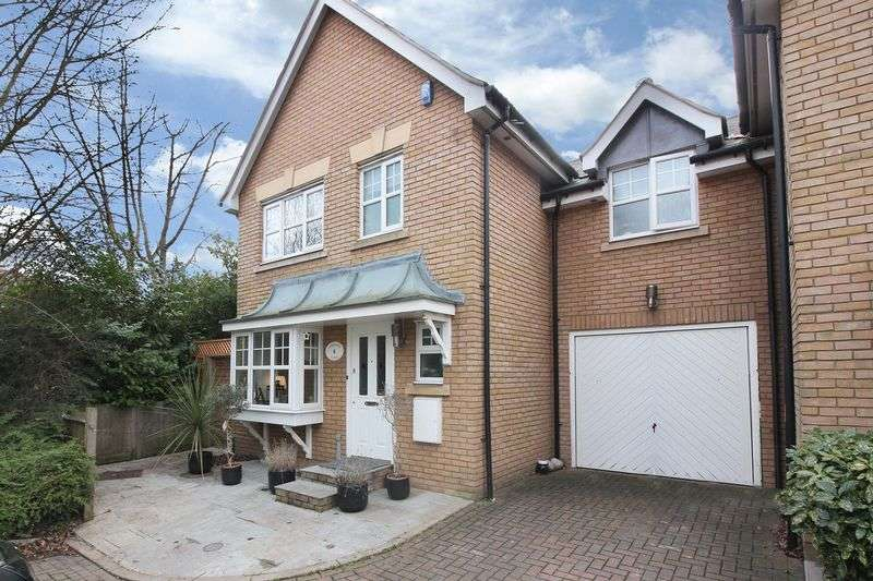 3 Bedrooms Detached House for sale in Lombardy Close, The Avenue at Repton Park