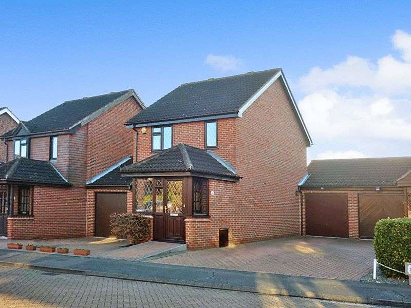 3 Bedrooms Detached House for sale in Fossdyke Close, Hayes