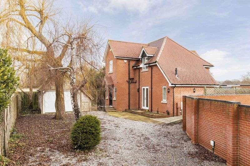4 Bedrooms Detached House for sale in Nutbourne, Chichester
