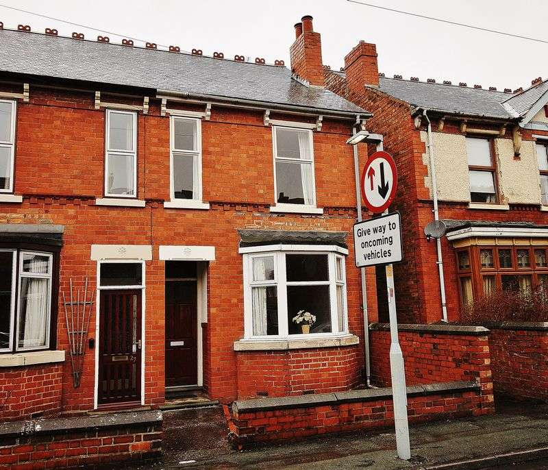 3 Bedrooms Terraced House for sale in Victoria Road, Wednesfield, Wolverhampton