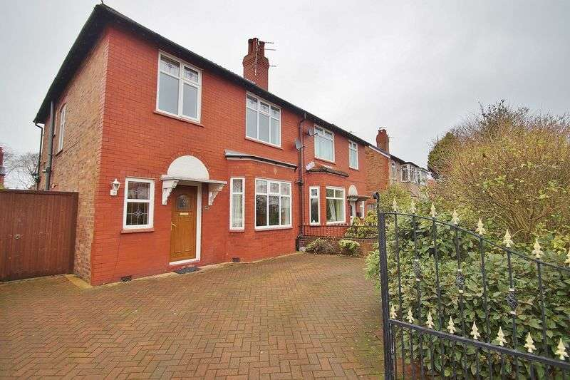 3 Bedrooms Semi Detached House for sale in Everard Road, Southport