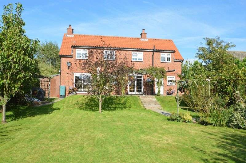 4 Bedrooms Detached House for sale in Wintringham, Malton