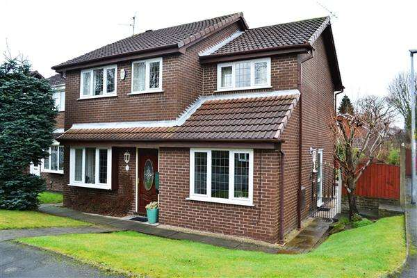 4 Bedrooms Detached House for sale in Thorneycroft, Leigh