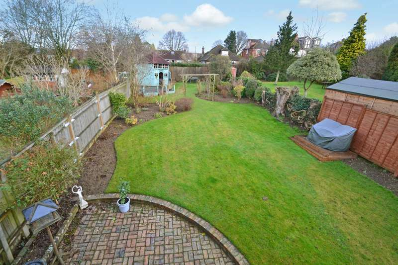 3 Bedrooms Detached House for sale in Swindon Road, Horsham, West Sussex