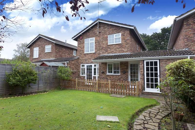 3 Bedrooms Semi Detached House for sale in Fieldend, Horsham