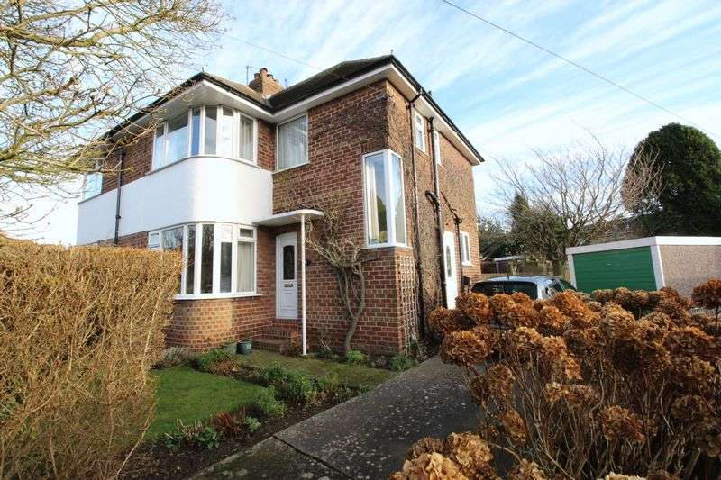 3 Bedrooms Semi Detached House for sale in 15 The Close, Scarborough YO12 6EG