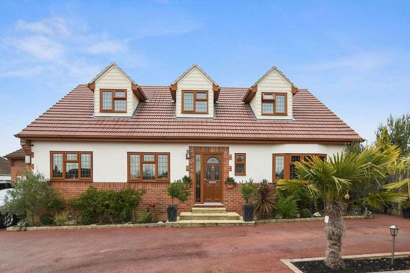 5 Bedrooms Detached House for sale in Oakfield Road, Benfleet