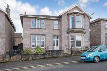 3 Bedrooms Flat for sale in Fox Street, Greenock