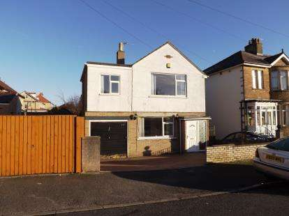3 Bedrooms Detached House for sale in Chatsworth Road, Morecambe, Lancashire, United Kingdom, LA4