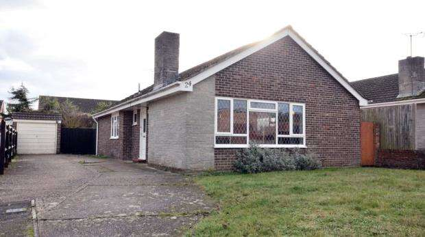 3 Bedrooms Detached Bungalow for sale in Burcot Gardens, Maidenhead, Berkshire