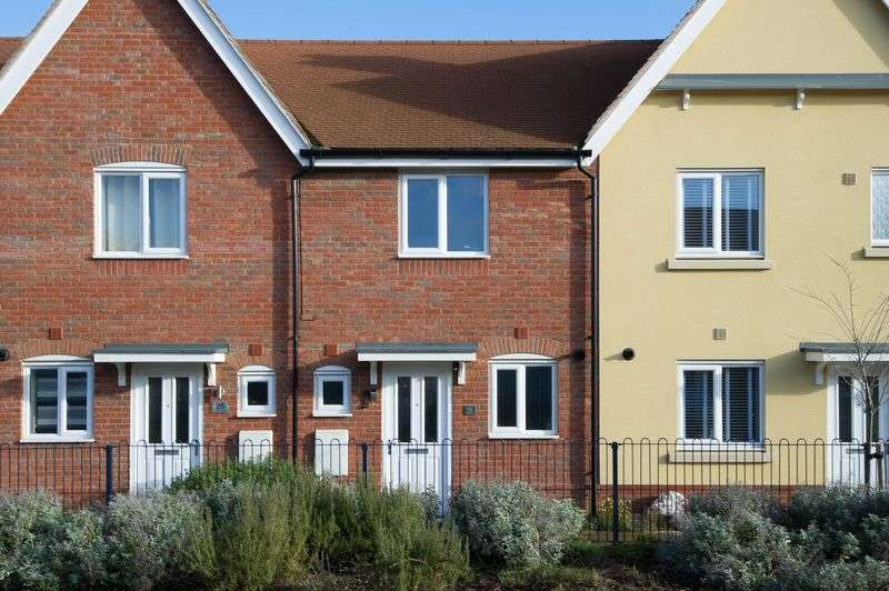 2 Bedrooms Terraced House for sale in Crocus Close, St Neots
