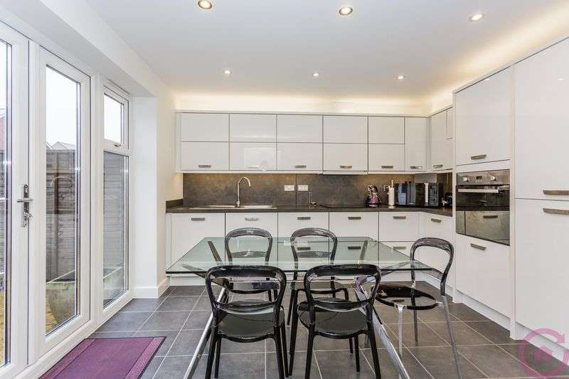 3 Bedrooms Semi Detached House for sale in Symphony Road, Cheltenham
