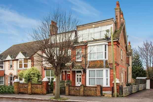2 Bedrooms Apartment Flat for sale in Highfield Road, Bognor Regis, West Sussex, PO22 8BQ