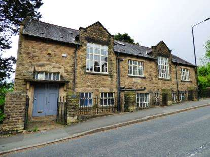 6 Bedrooms Detached House for sale in Spring Bank, New Mills, High Peak, Derbyshire