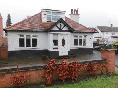 4 Bedrooms Bungalow for sale in Loughborough Road, Bradmore, Nottingham, Nottinghamshire