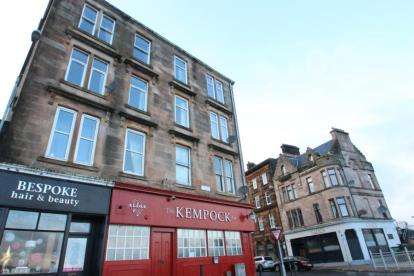 2 Bedrooms Flat for sale in Kempock Street, Gourock
