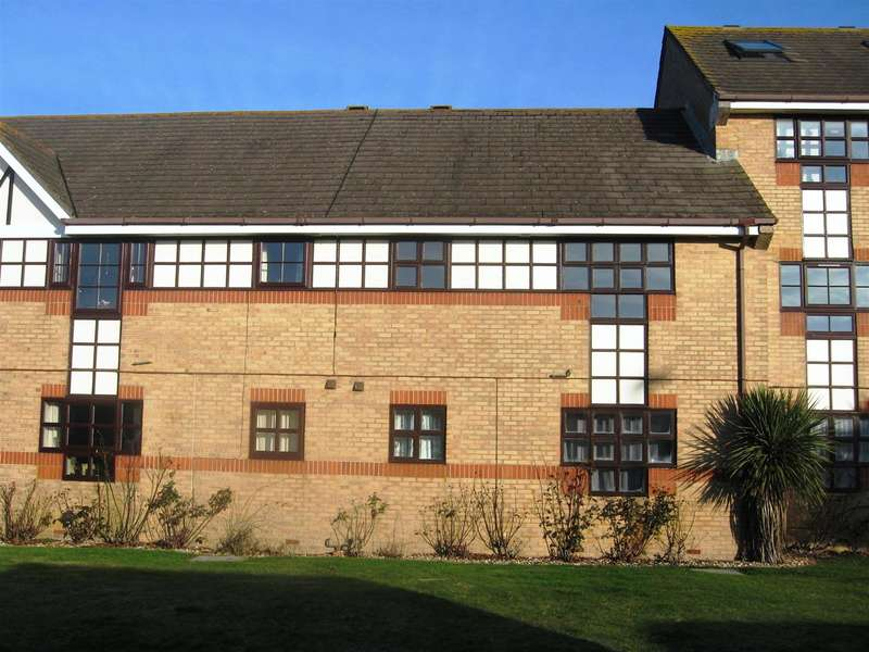 2 Bedrooms Flat for sale in Emerald Quay, Shoreham-By-Sea