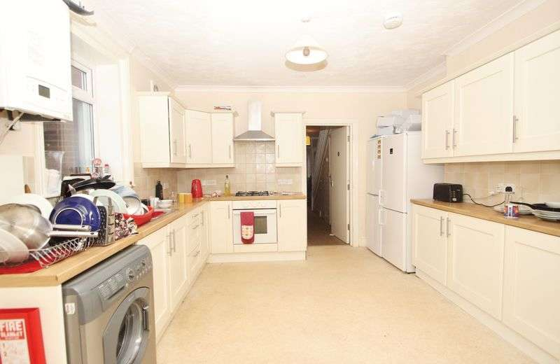 6 Bedrooms Detached House for rent in Hankinson Road, Bournemouth