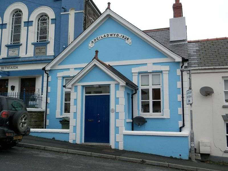 2 Bedrooms Terraced House for sale in High Street, Cardigan