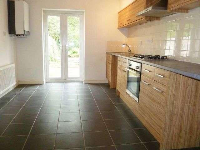 2 Bedrooms Terraced House for sale in Church Road, Bamber Bridge, Preston, PR5
