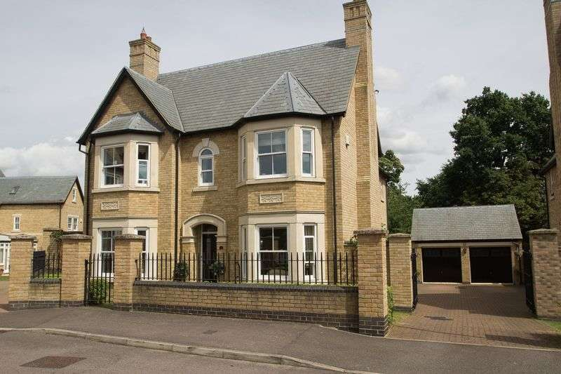 4 Bedrooms Property for sale in Fleming Drive, Stotfold, Hitchin, Hertfordshire, SG5 4FF