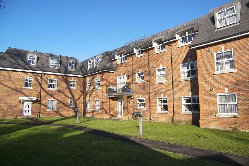 2 Bedrooms Flat for sale in Church Road, Claygate