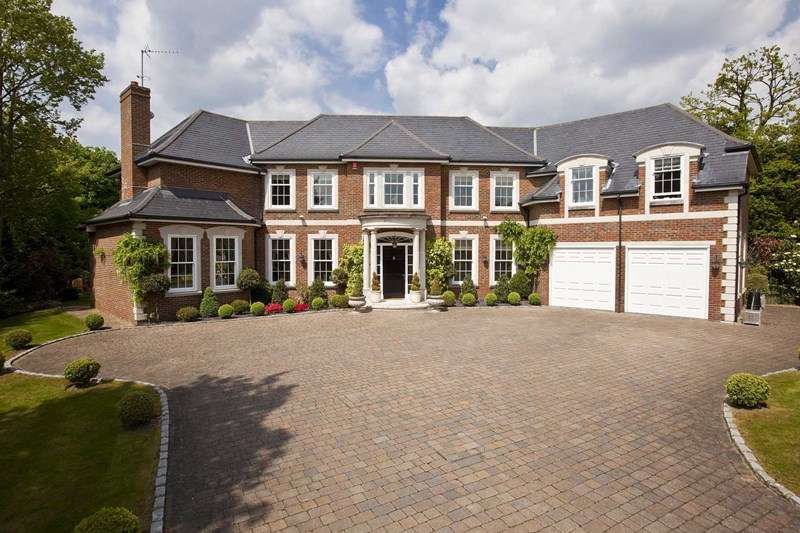 5 Bedrooms Detached House for sale in Moles Hill, Oxshott, Leatherhead