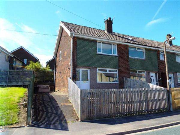 2 Bedrooms Town House for sale in Kershaw Crescent, Luddendenfoot, Halifax