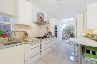 4 Bedrooms End Of Terrace House for sale in Muncaster Road, Battersea, London, .