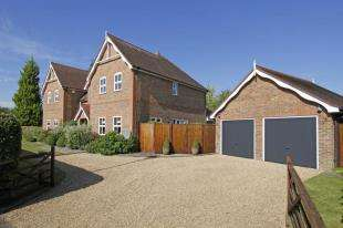 5 Bedrooms Detached House for sale in Rookwood Park, Horsham, West Sussex