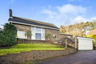 5 Bedrooms Detached House for sale in Abbots Lane, Kenley, Surrey