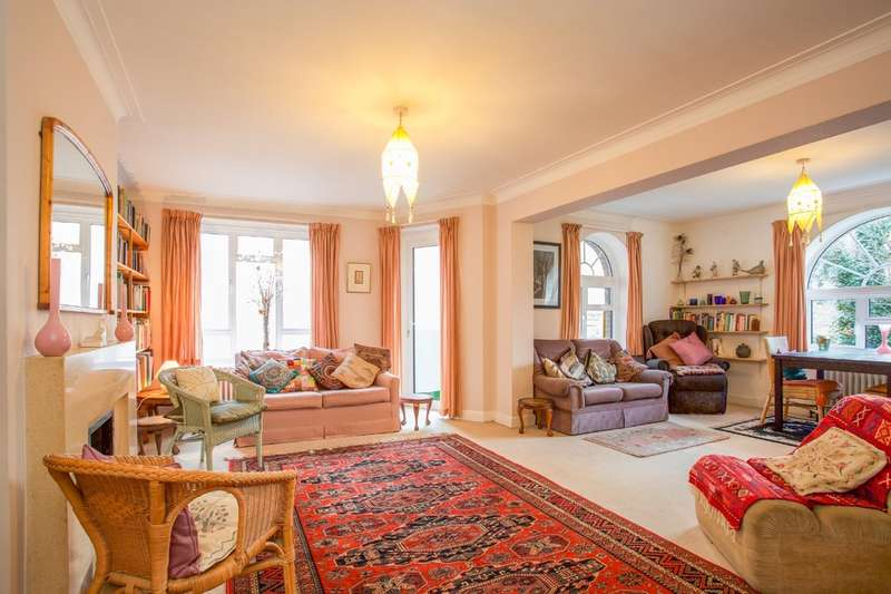 2 Bedrooms Flat for sale in Furze Hill, Hove