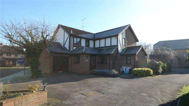4 Bedrooms Detached House for sale in Winnersh Gate, Winnersh, Wokingham