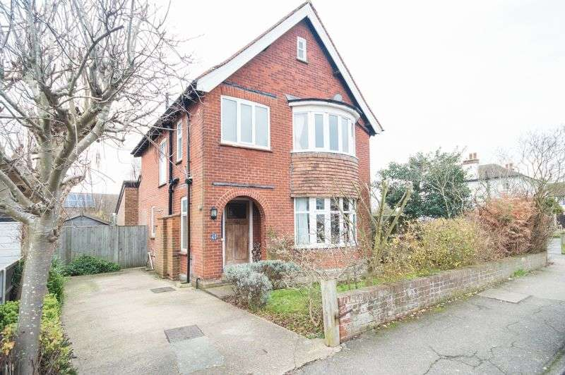 3 Bedrooms Detached House for sale in Canterbury
