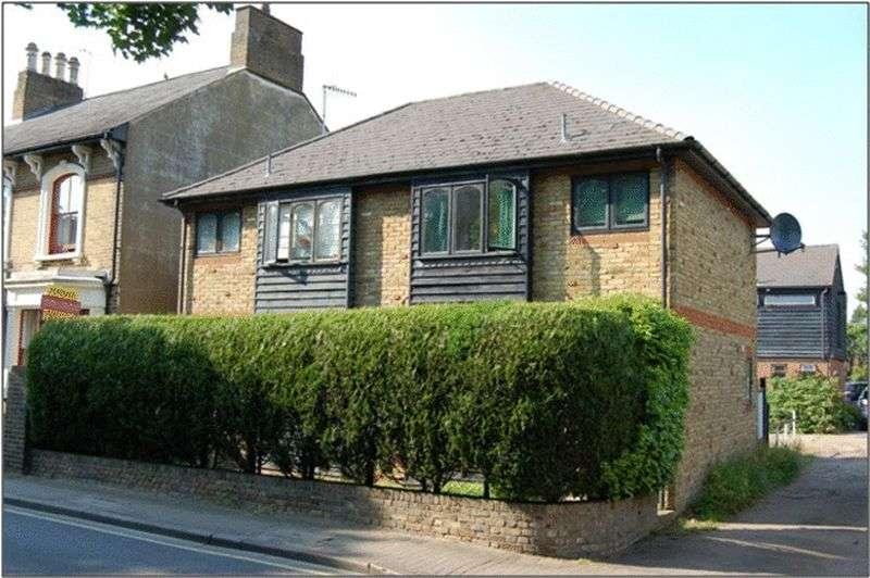 1 Bedroom Flat for sale in Church Street, Rickmansworth, WD3 1JA