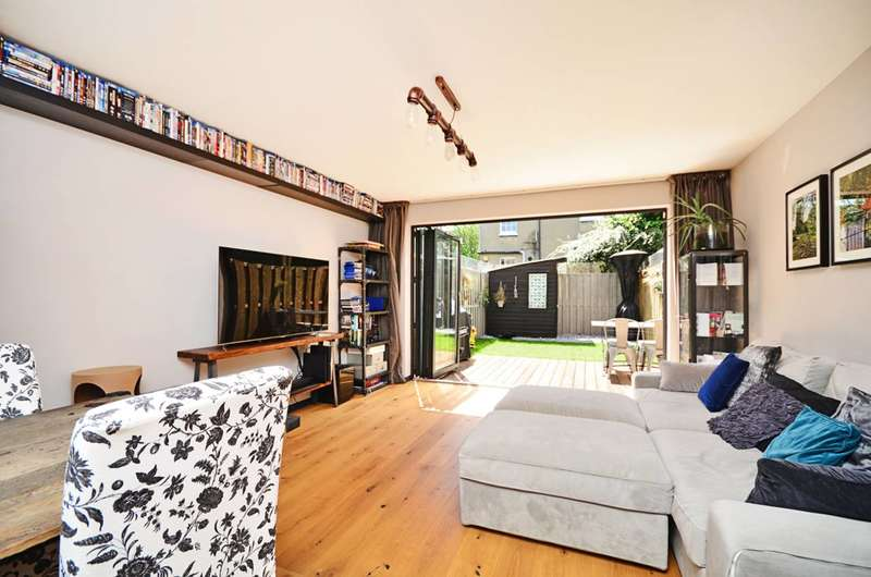 4 Bedrooms House for sale in Sutton Square, Hackney, E9