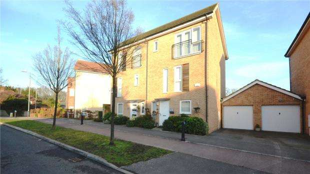 3 Bedrooms Semi Detached House for sale in Austin Way, Bracknell, Berkshire