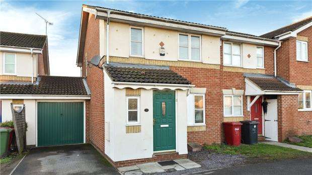 3 Bedrooms End Of Terrace House for sale in Moor Furlong, Cippenham, Berkshire